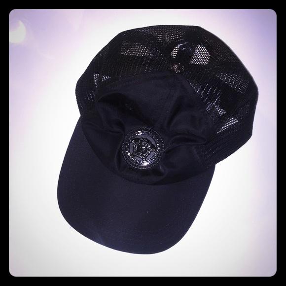 9161432238b Versace baseball cap black unisex. M 5b7059022aa96a148d83fe0a. Other  Accessories ...